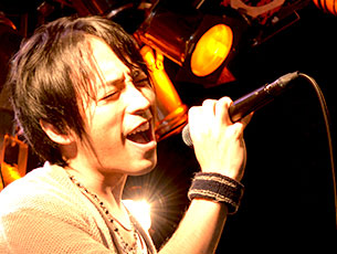 東京都渋谷区にあるpoco musicでのライブの様子